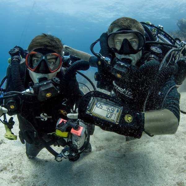 PADI SCUBA DIVING CLOSED CIRCUIT REBREATHER INSTRUCTOR PROFESSIONAL TRAINING UTILA DIVE CENTRE